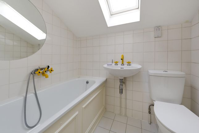 Family Bathroom of Marloes Road, London W8