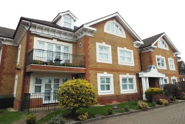 Thumbnail Flat To Rent In Chase Side, London