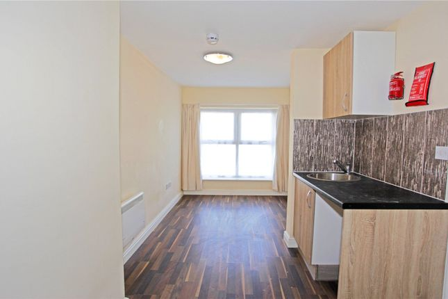 Flat to rent in North Circular Road, London