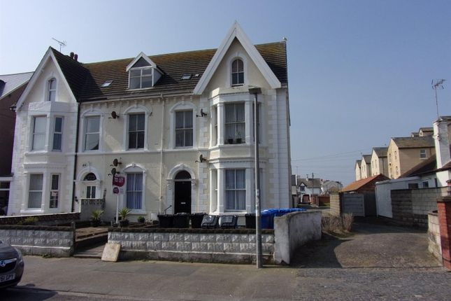 1 bed flat to rent in Conwy Street, Rhyl LL18