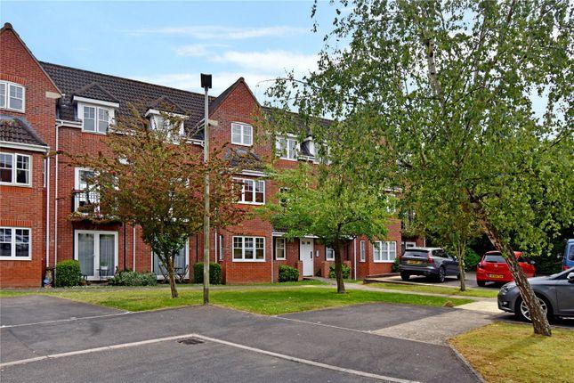 2 bed flat to rent in Fennel Court, Hawthorne Close, Thatcham, Berkshire RG18