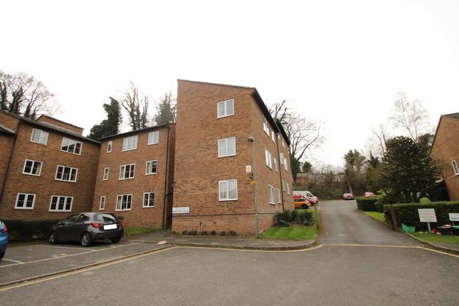 Thumbnail Flat to rent in Badgers Copse, Orpington
