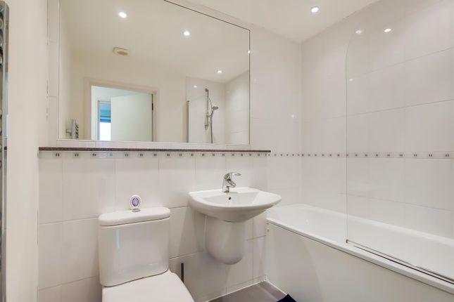 Bathroom of Cosmopolitan Court, 67 Main Avenue, Enfield EN1