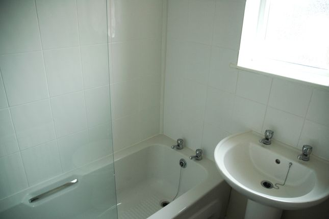 Bathroom of Beake Avenue, Radford, Coventry CV6