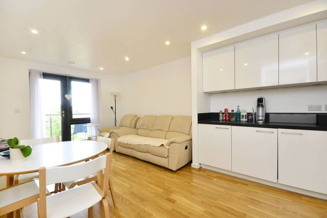 Thumbnail Flat to rent in Chartfield Avenue, Putney, London