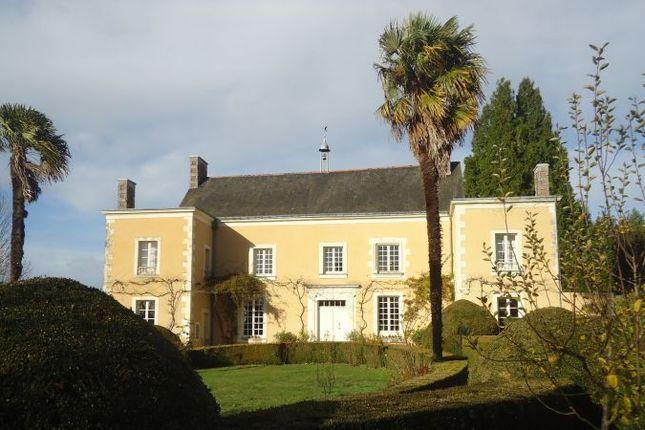 Thumbnail Country house for sale in Baugé-En-Anjou, Pays-De-La-Loire, 49150, France