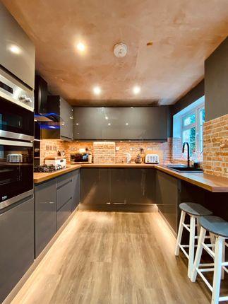 Thumbnail Detached house to rent in Kingsway, Caversham, Berkshire