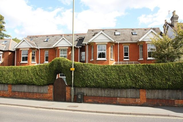 1 bed flat to rent in Chobham Road, Horsell, Woking