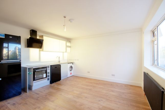 Thumbnail Flat to rent in Hatfields, London