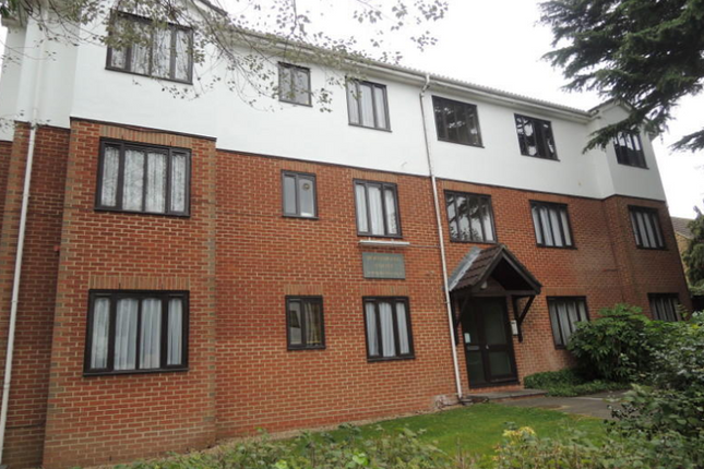 Flat to rent in Gloucester Road, Barnet