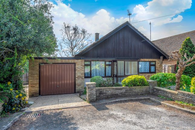Thumbnail Bungalow for sale in Alpine Close, Hitchin