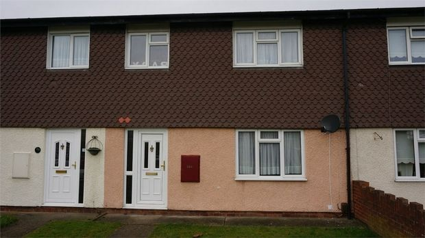 Thumbnail Flat to rent in Rectory Road, Pitsea, Basildon, Essex