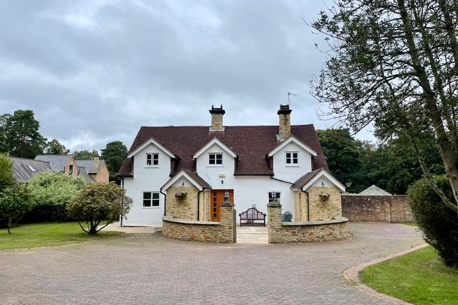 Thumbnail Detached house to rent in Wilderwick Road, East Grinstead