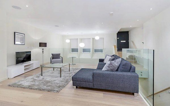 Thumbnail Flat to rent in Lovat Lane, London