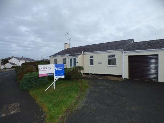 Thumbnail Bungalow for sale in Tyn Y Mur Estate, Morfa Nefyn, Pwllheli, Gwynedd
