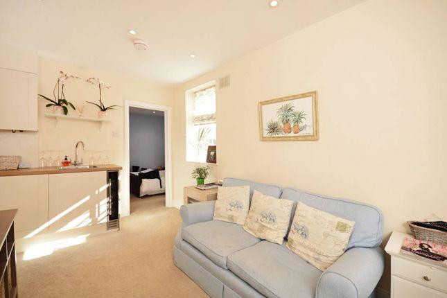 Maisonette to rent in Warwick Road, Kensington, London