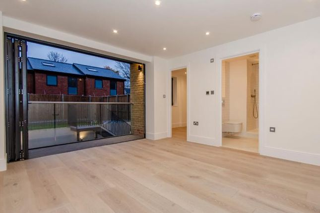 A Bedroom 1 B of Brownlow Road, London N11