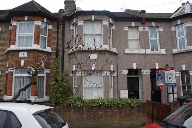 2 bed flat to rent in Woodland Road, Chingford, Chingford