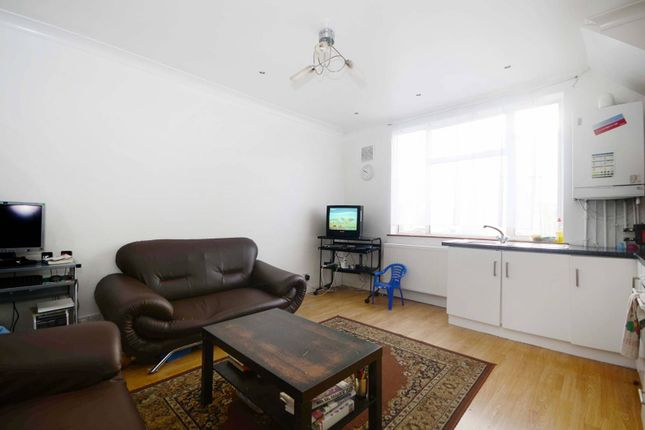 Thumbnail Flat for sale in Heath Road, Hounslow