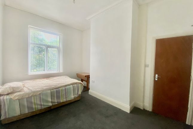 Thumbnail Flat to rent in Easby Road, Bradford