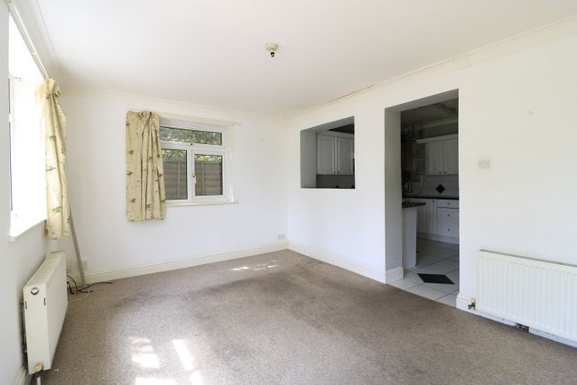 3 bed detached bungalow to rent in Tolworth Park Road, Surbiton KT6