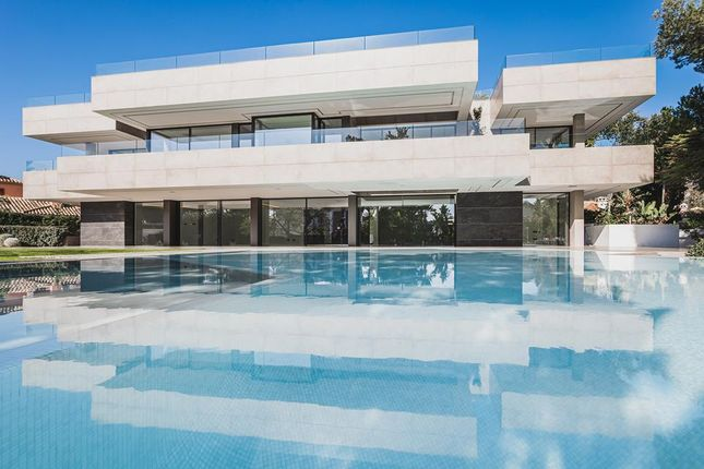 Thumbnail Villa for sale in Estepona, Malaga, Spain