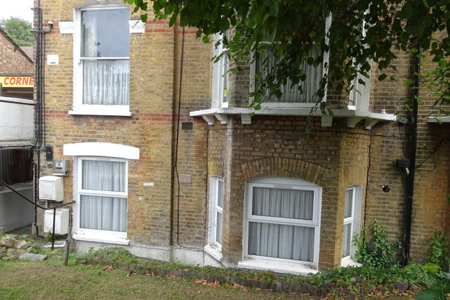 Thumbnail Flat to rent in Oakfield Road, Penge, London