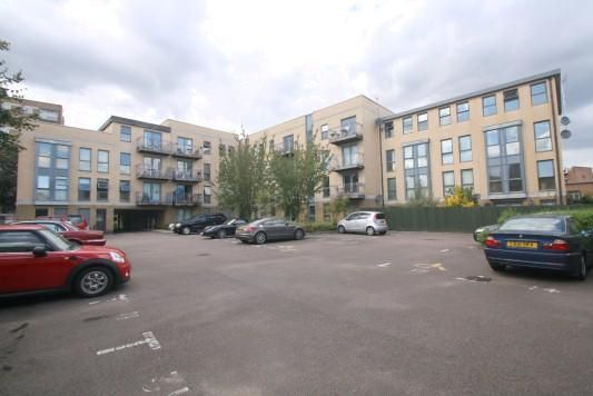 Parking/garage to rent in Southgate Road, Islington