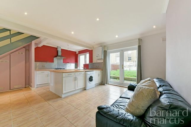 Thumbnail Property to rent in Lyndhurst Way, London