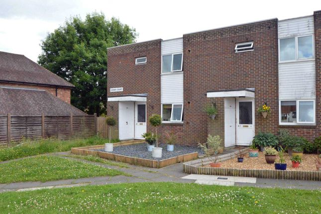 1 bed flat to rent in Tringham Close, Ottershaw, Chertsey