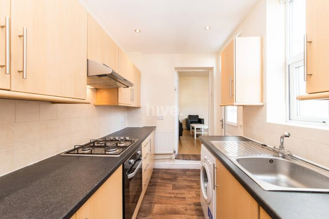 2 bed flat to rent in Simonside Terrace, Heaton, Newcastle Upon Tyne