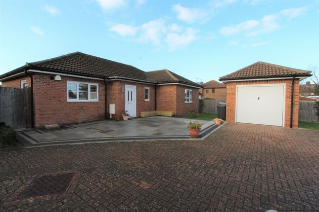 3 bed bungalow for sale in Parkmead Close, Shirley CR0