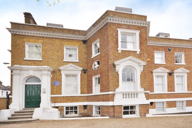 Thumbnail Flat to rent in Gilmore House, Clapham Common North Side, London