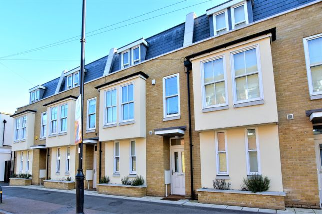 Thumbnail Terraced house for sale in North Street, Carshalton