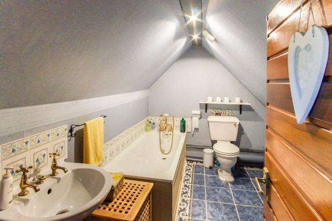 Master En-Suite of Coupar Angus Road, Dundee DD2