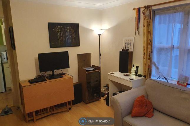Living Room (3/3)