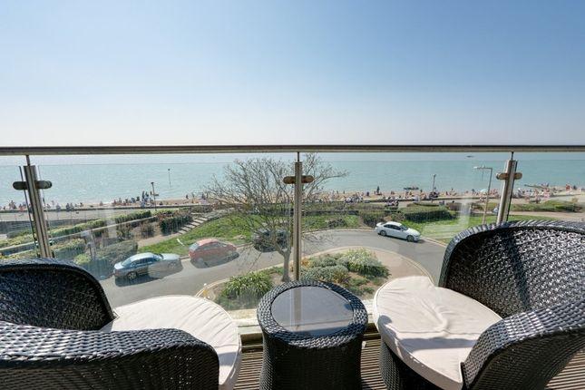 Thumbnail Town house for sale in Kent View Avenue, Leigh-On-Sea