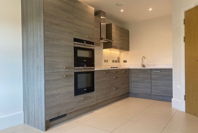 Thumbnail Flat for sale in Durrants Drive, Faygate, West Sussex
