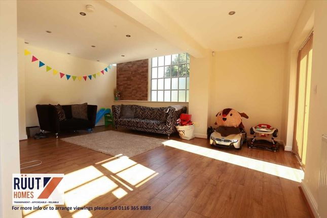 Lounge of Sangha Close, Leicester LE3