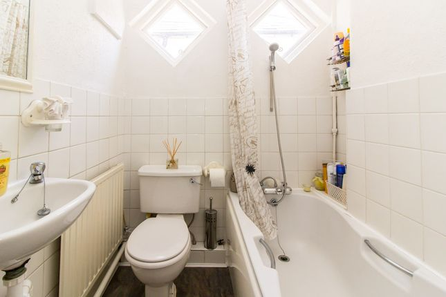 Bathroom of Rylands Road, Southend-On-Sea SS2