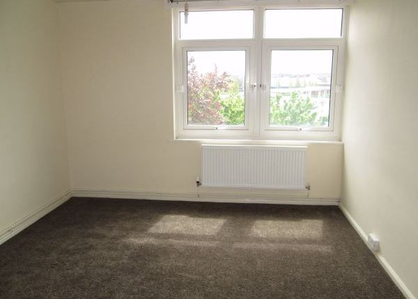 Thumbnail Flat to rent in Stockwell Court, Mansfield, Nottinghamshire