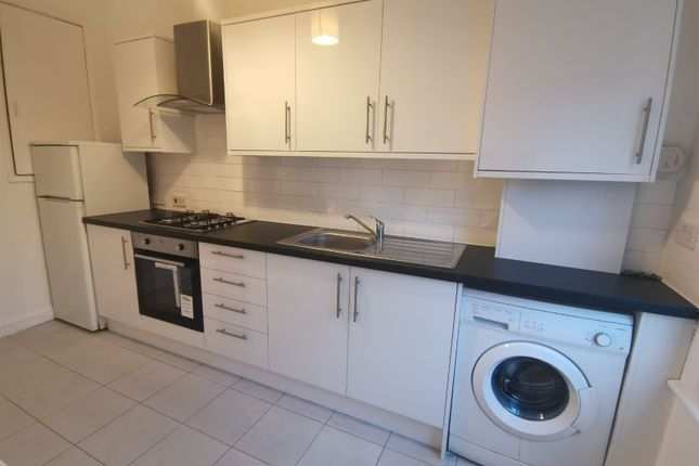Flat to rent in 3 Oxford Road, London
