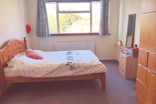 Large Room In A Well Kept Decent Home In Harrow - For Two Ladies.
