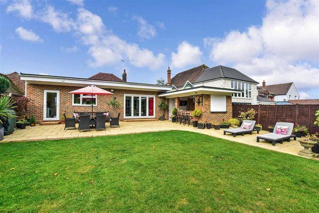 2 bed detached bungalow for sale in Leeds Road, Langley, Maidstone, Kent ME17