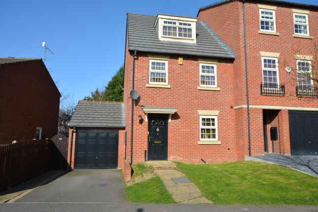 Thumbnail Town house for sale in Hartfield Close, Hasland, Chesterfield, Derbyshire