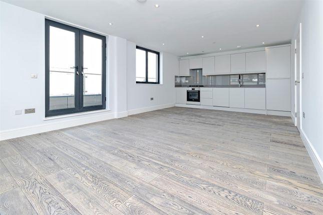 Thumbnail Flat to rent in Stirling Way, Borehamwood