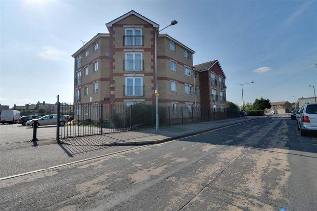 2 bed flat for sale in Garner Court, Dunlop Road, Tilbury RM18