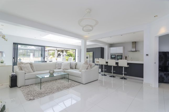 Thumbnail Property for sale in Forestdale, Southgate, London