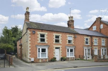 3 bed flat to rent in Grove Street, Raunds, Northamptonshire