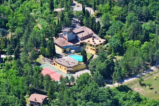 21 bed farmhouse for sale in Sarteano, Siena, Tuscany, Italy